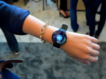 The Motorola 360 smartwatch, like LG G and Samsung Gear Live, lets people respond to messages with pre-programmed replies.