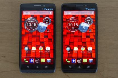 The Droid Maxx (left) and the Droid Ultra (right).