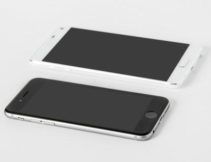 The Apple iPhone 6 and Galaxy Note 4 are two of the hottest smartphones available, but they each have their own individual strengths and weaknesses.
