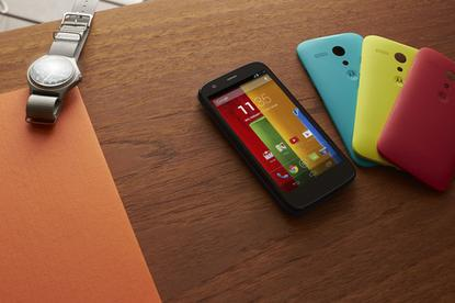 The Moto G will come in 8GB and 16GB flavors and will run on Qualcomm Snapdragon 400 chip with a 1.2GHZ quad-core CPU and 1GB of RAM. The phone's 4.5-inch display will come with 720p resolution and 329 ppi.