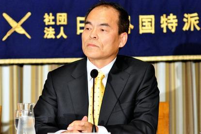 Shuji Nakamura, who shared the 2014 Nobel Prize in Physics for the development of the blue light-emitting diode, addresses journalists at the Foreign Correspondents Club of Japan in Tokyo on Friday.