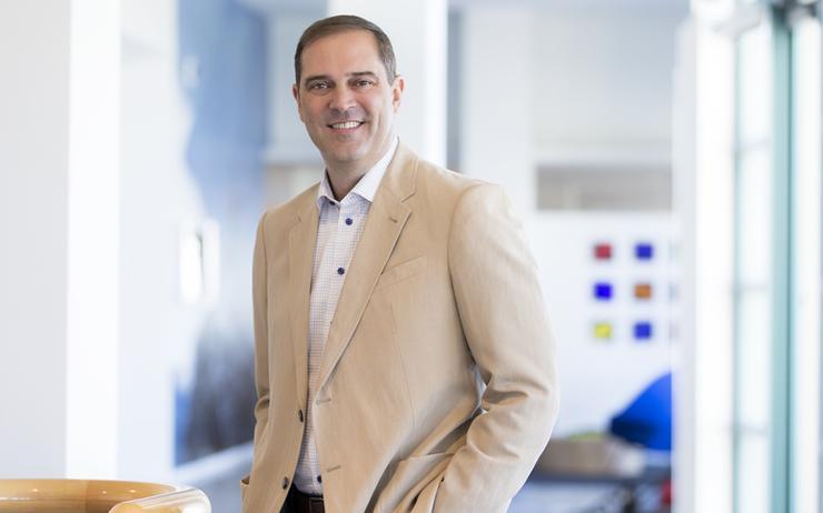 Chuck Robbins (CEO - Cisco)