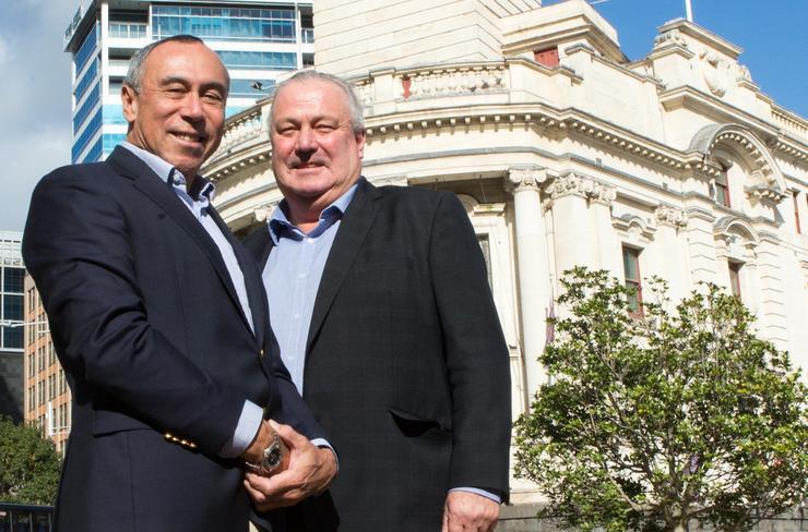 L-R: Malcolm Roe (DCI), Bill Cashmore (Auckland Deputy Mayor)