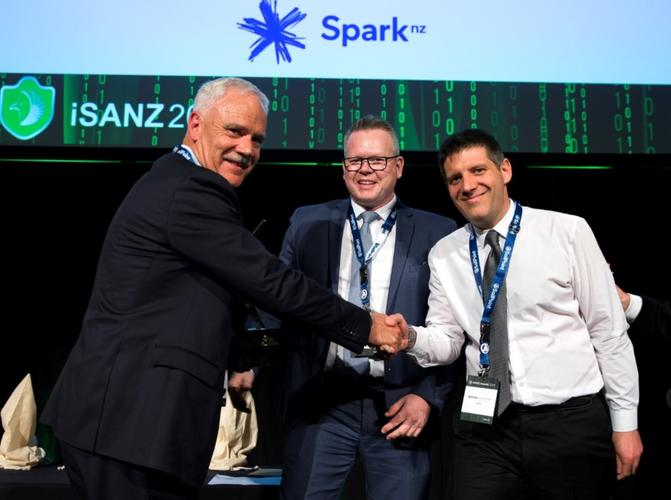 Defend receives the best start-up award at the 2018 iSANZ awards.