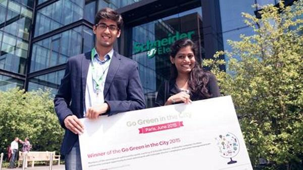 Mohamad Meraj Shaikh and Spoorthy Kotla, from the Indian Institute of Technology Kharagpur, winners of Go Green in the City 2015 challenge