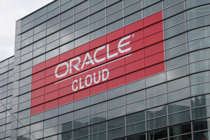 oracle-cloud-on-building-100730618-orig.jpg