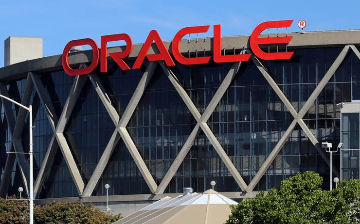 Oracle Chairman Larry Ellison Takes Aim at Amazon