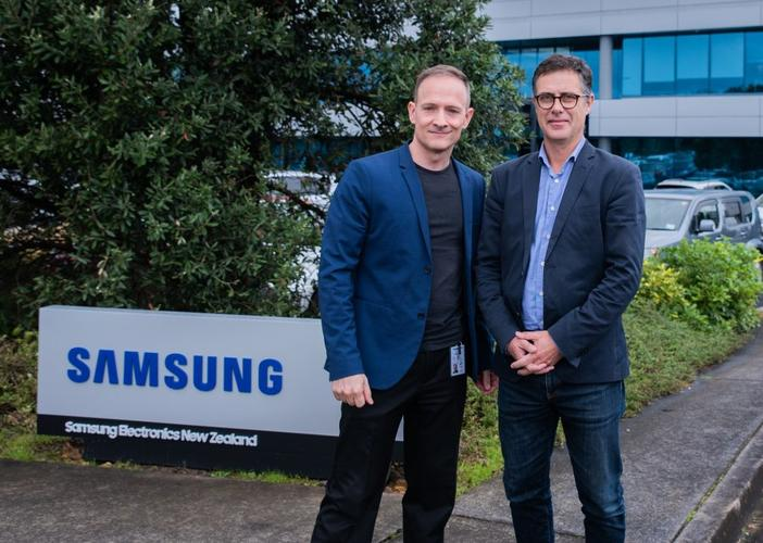 Jared Pedersen (Samsung Electronics, left) and Justin Tye (Exeed)