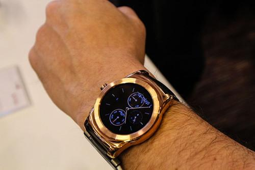 "The Watch Urbane looks great on any wrist—especially in rose gold. LG calls it ""gold,"" but I think it looks more rose gold-y"