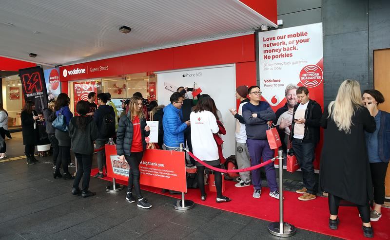 IN PICTURES: Kiwis first in line as Vodafone NZ launches Apple's iPhone 6s and iPhone 6s Plus