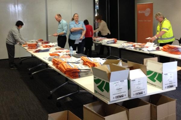 IN PICTURES: Schneider Electric employees pack show bags for the BurnSafe Schools Program (+14 PHOTOS)