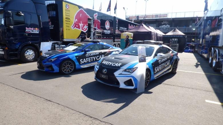 IN PICTURES: V8 Supercars Sydney Practice (+39 photos)