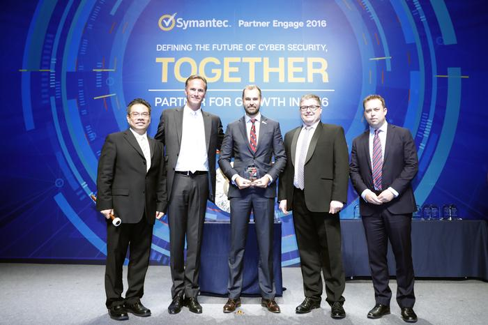 Michael Simkovic (ASG Group) together with Edwin Yeo, Torjus Gylstorff, Ian McAdam and Tom Gower from Symantec