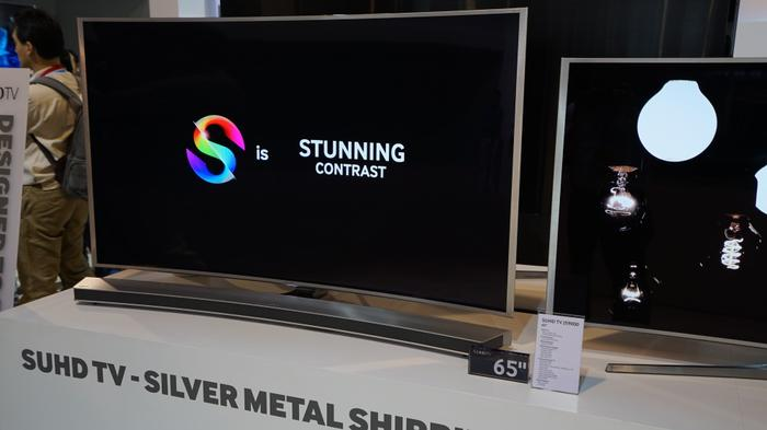 Samsung's 65-inch JS9000 and its complementing curved soundbar
